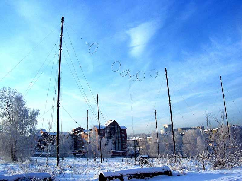 Фото 1. Самая старая и первая радиостанция в Иркутской области.  Рассположена на берегу Ангары, прямо в городе...